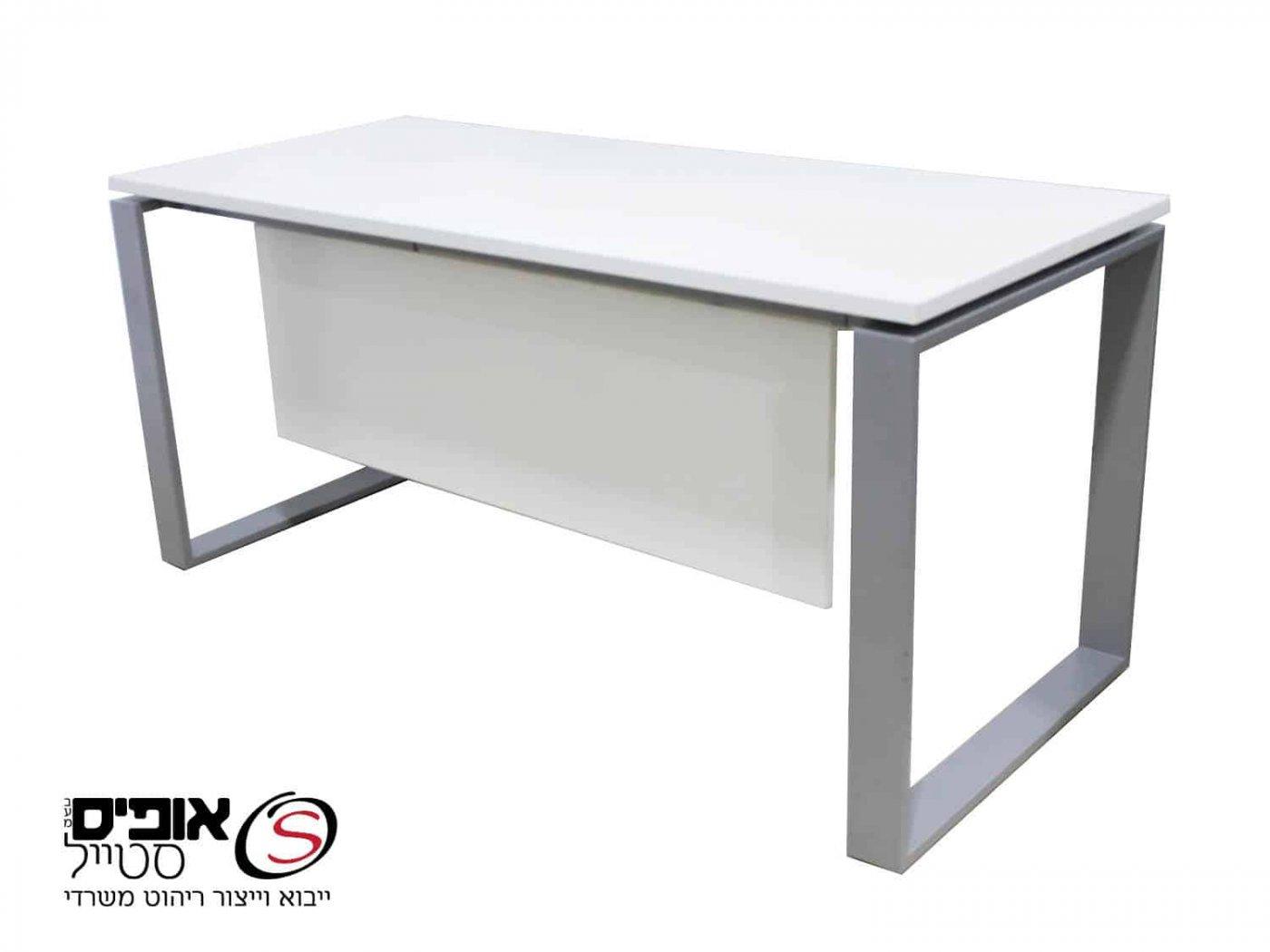 שולחן מחשב חלון