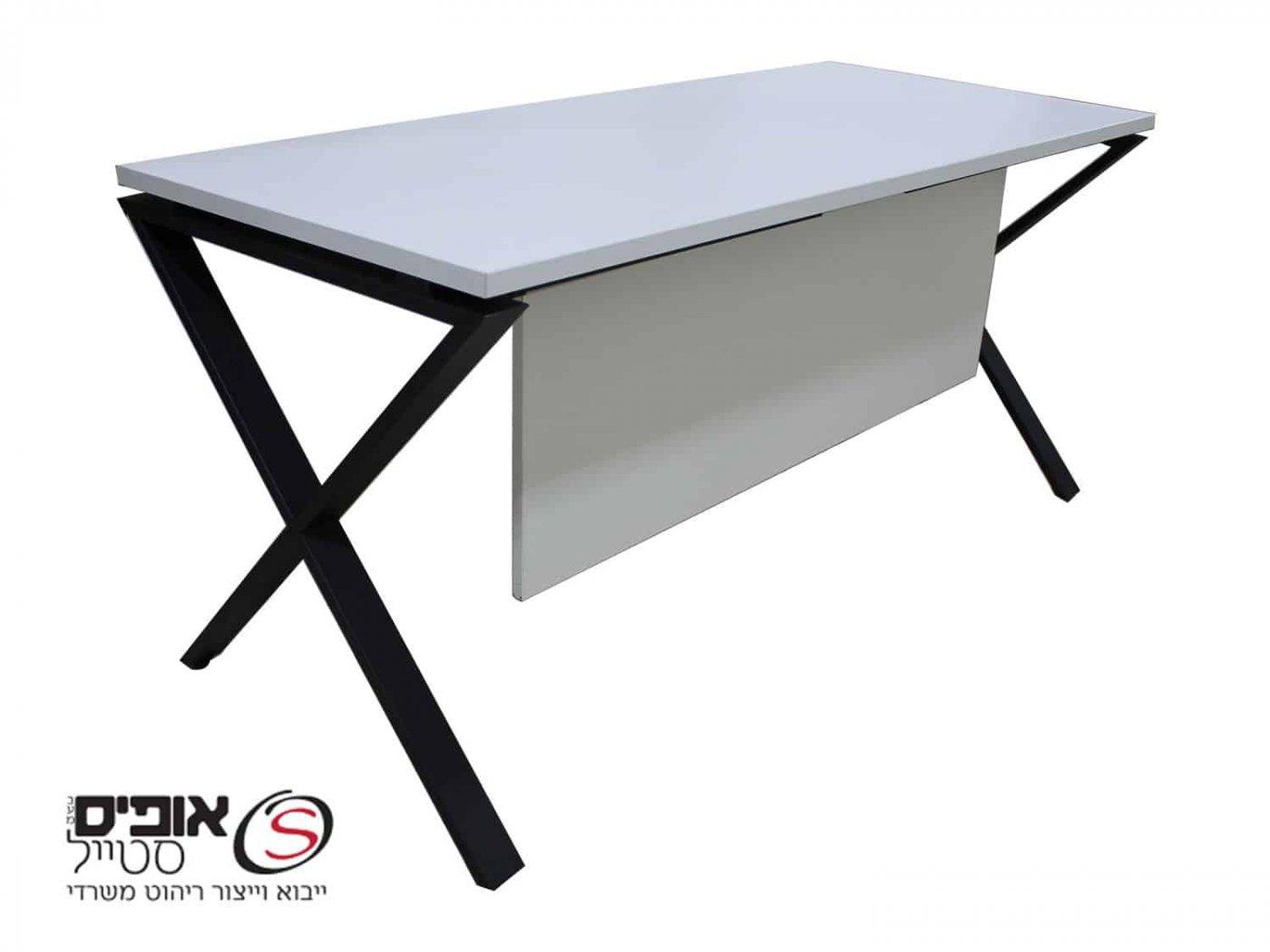שולחן מחשב עם שלוחה ניידת .